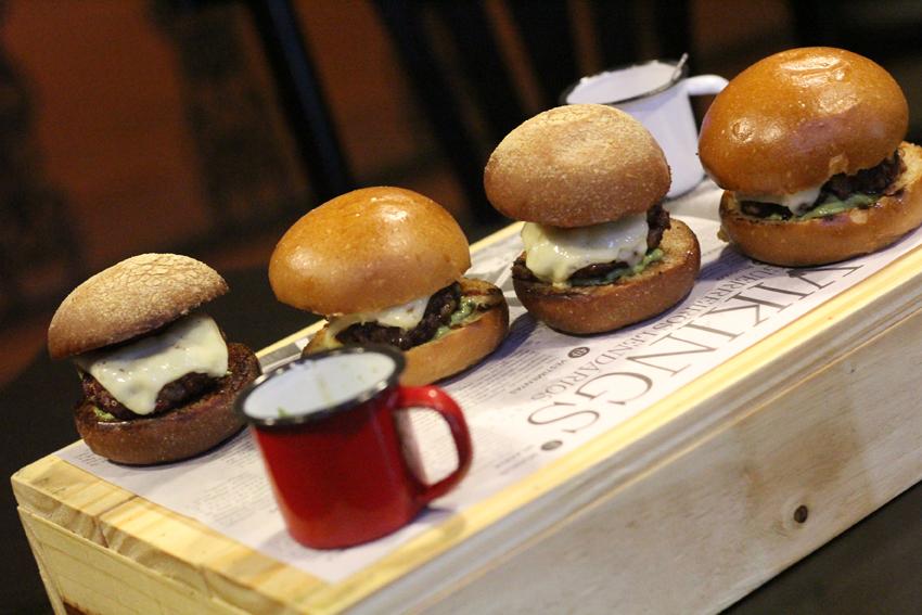 Vikings Pub oferece burguer vegano e vegetariano, com entrega pelo ifood