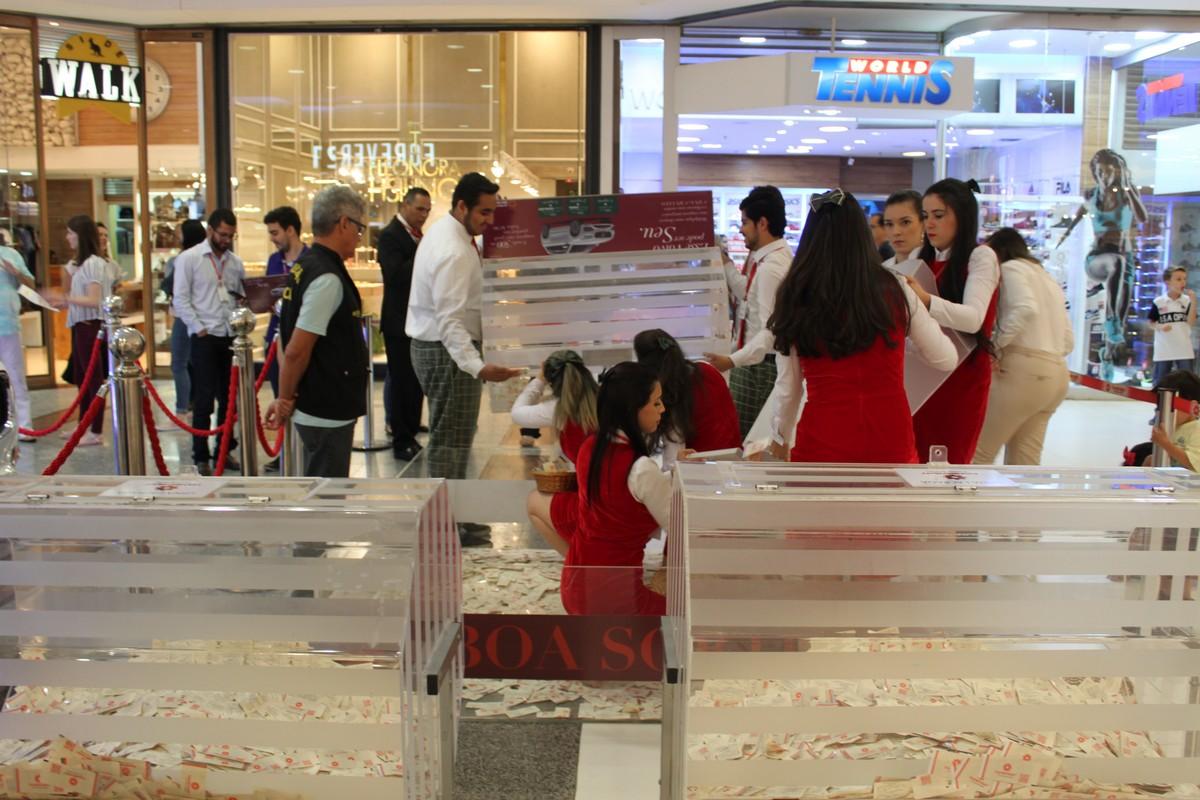 Virada de coleção dá início às promoções em shopping