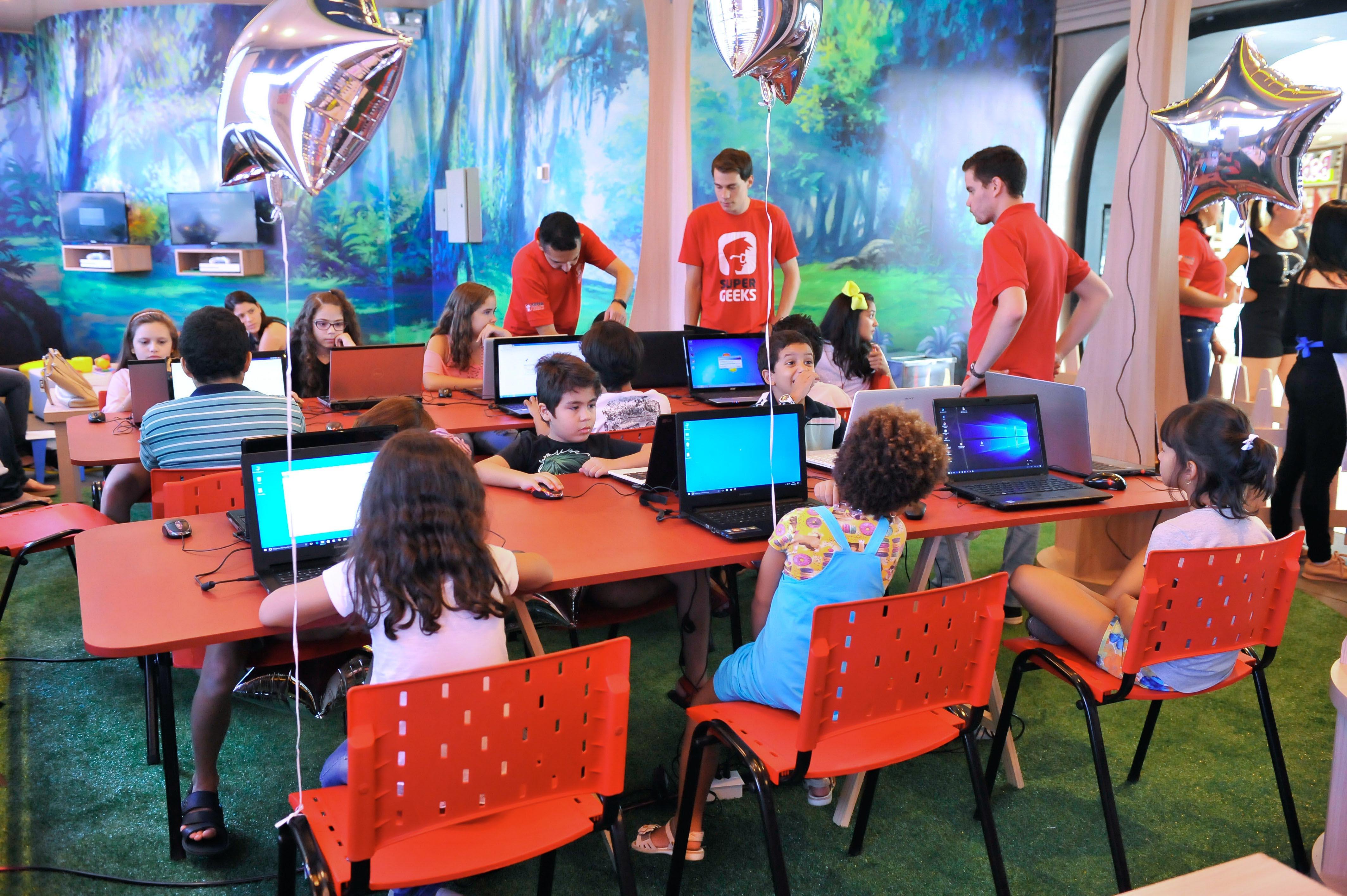 Shopping oferece oficinas gratuitas de robótica para crianças