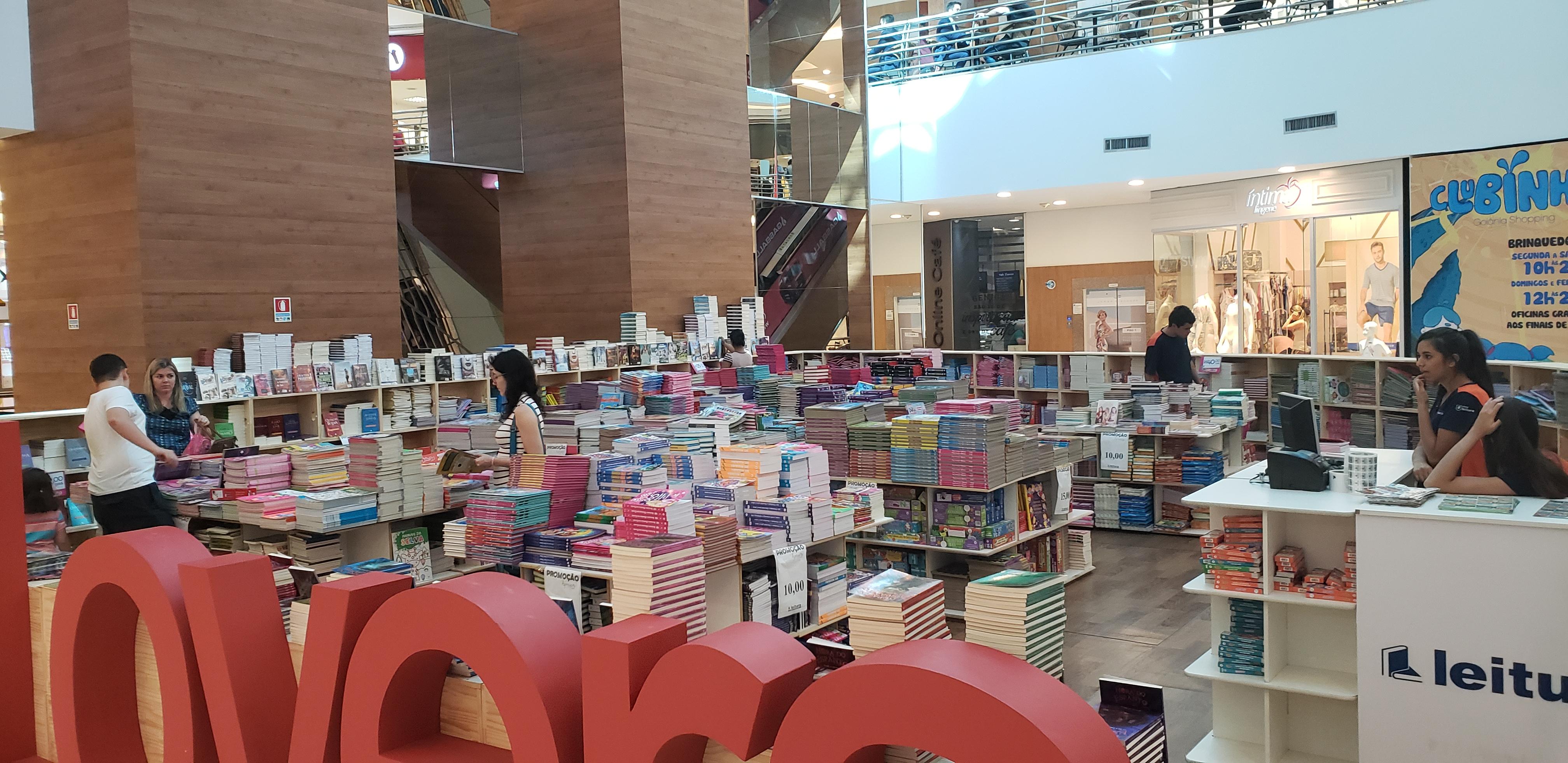 Shopping de Goiânia recebe feira com livros a preços baixos