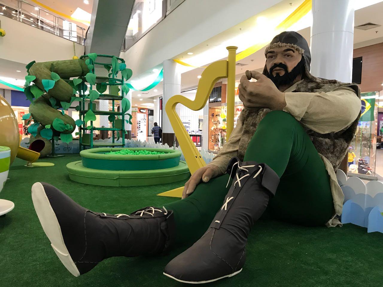 """""""João e o pé de feijão"""" aportam em shopping de Goiânia"""