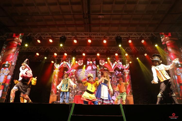 Musical e chegada do Papai Noel marcam o início do Natal em Shopping de Goiânia