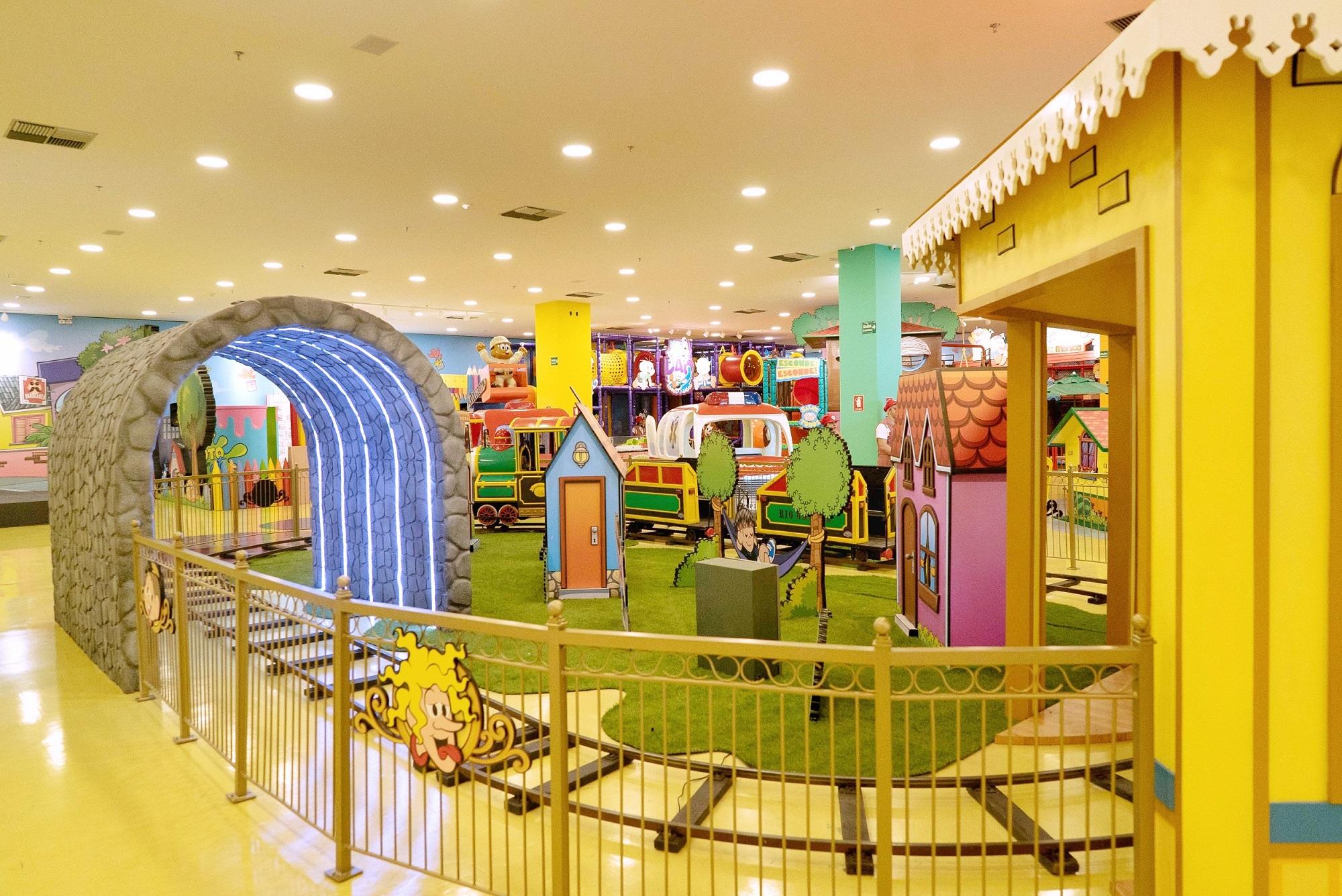Crianças com apraxia de fala participam de comemoração de Natal em shopping de Goiânia