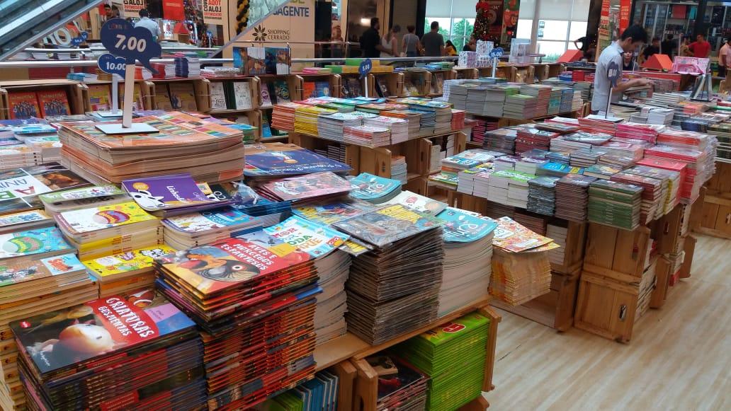 Feira de livros em shopping de Goiânia tem obras a partir de R$ 5
