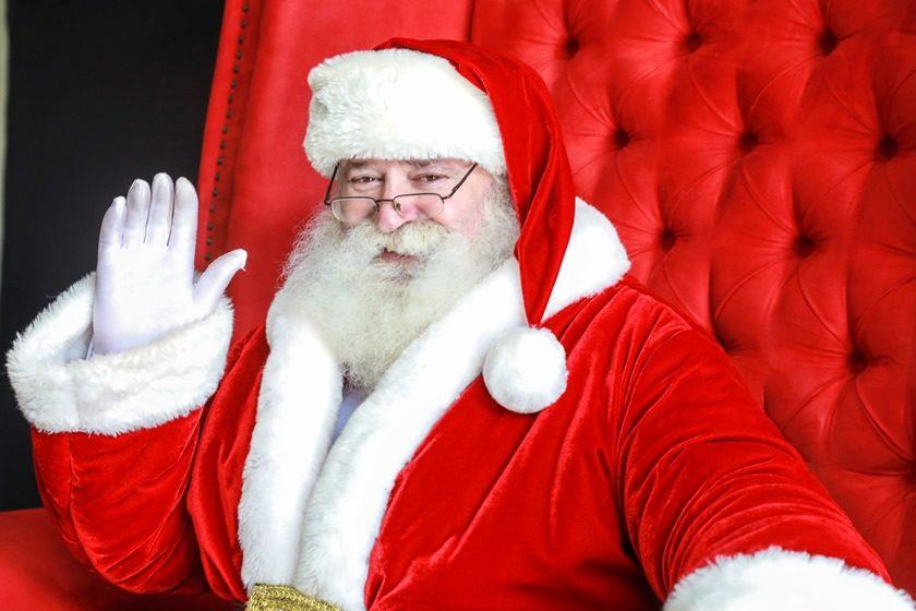Papai Noel chega ao Passeio das Águas Shopping trazendo a alegria do Natal
