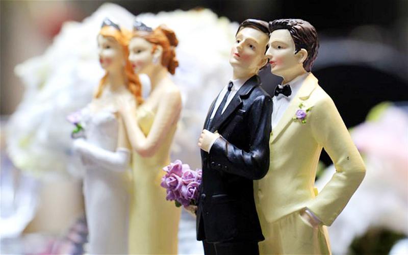 Faculdade de Goiânia promove casamento comunitário com casais homoafetivos