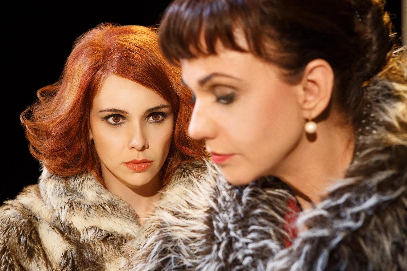 Espetáculo Contrações chega a Goiânia com Débora Falabella e Yara de Novaes no elenco