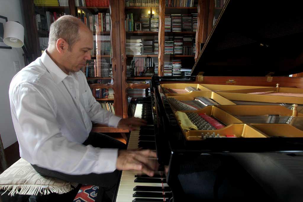Concertos UFG fecha temporada com Nahim Marun