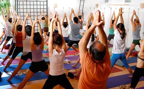 Evento une yoga, meditação e oficina de suco de luz neste sábado (17), em Goiânia