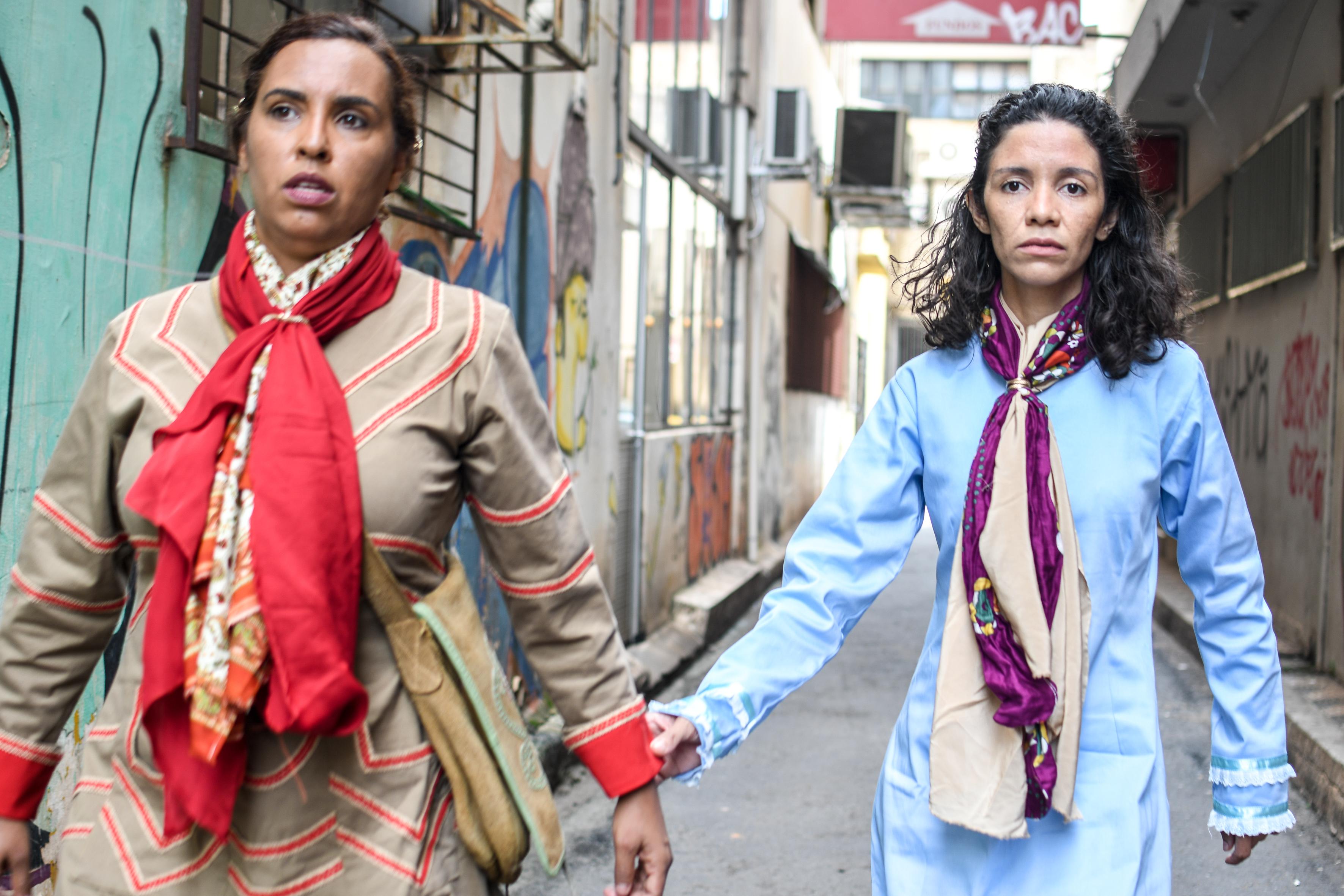 Grupo Teatro que Roda estreia novo espetáculo sobre a existência e resistência feminina no cangaço brasileiro