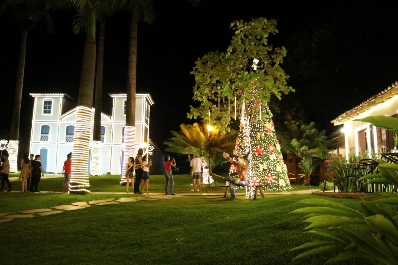 Largo do Bonfim recebe decoração de Natal