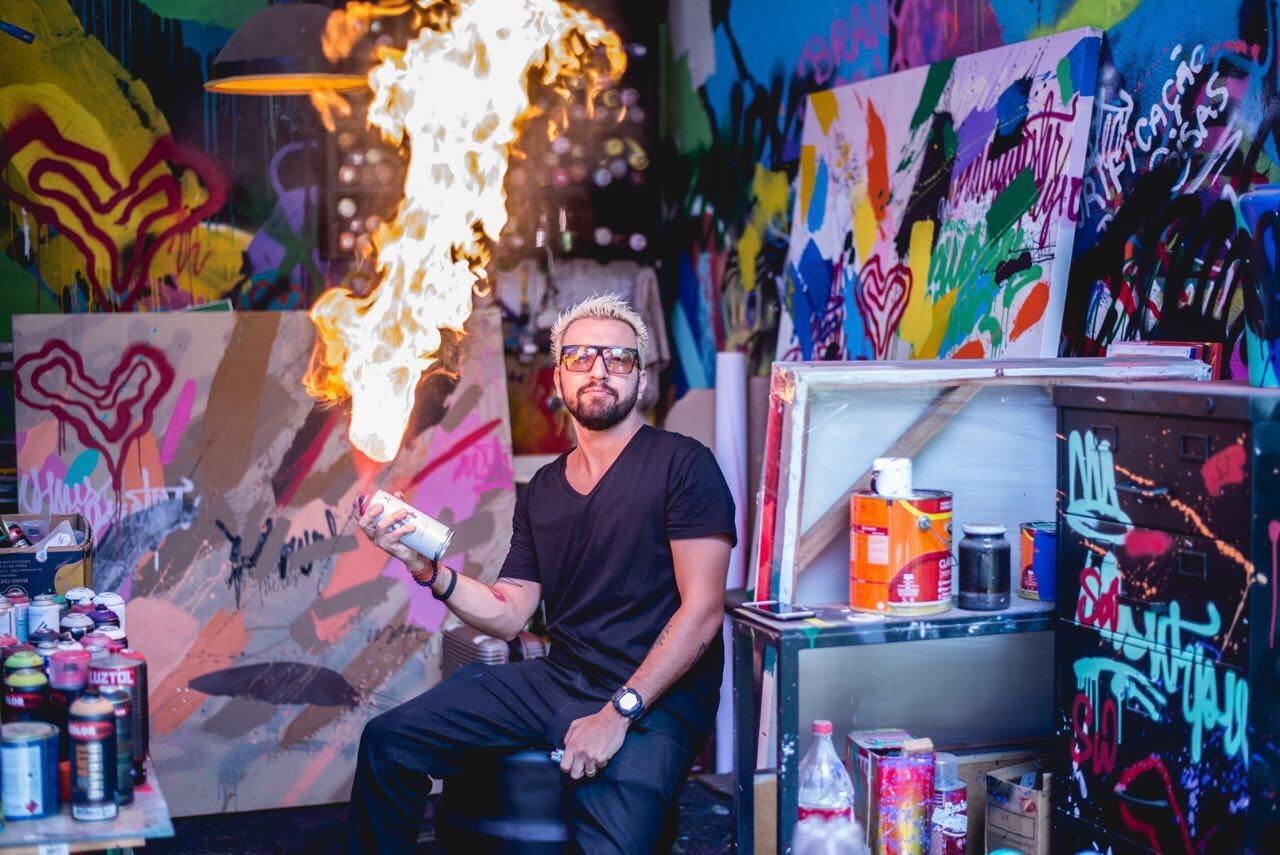 Goiânia recebe exposição de arte e perfomance live painting do artista Homero