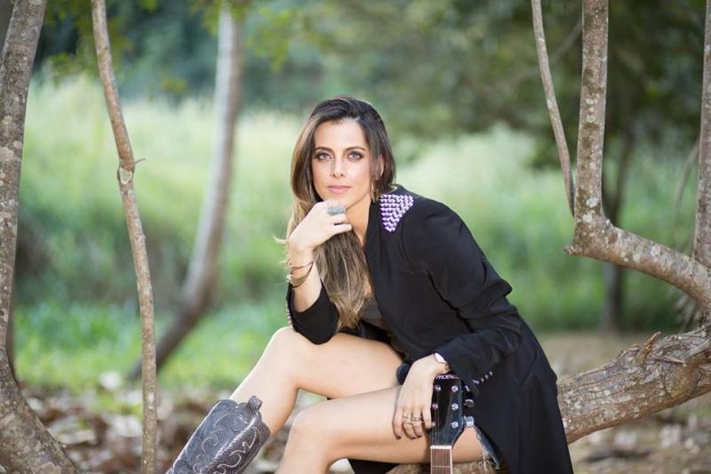 Maíra Lemos se apresenta nesta quinta-feira (13) em Goiânia