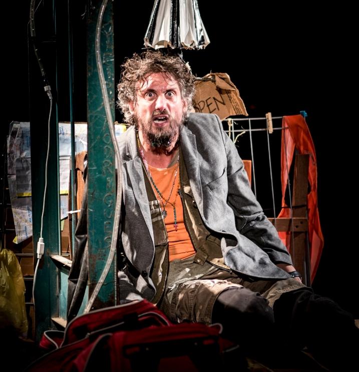 Goiânia recebe peça 'Nefelibato' com três apresentações