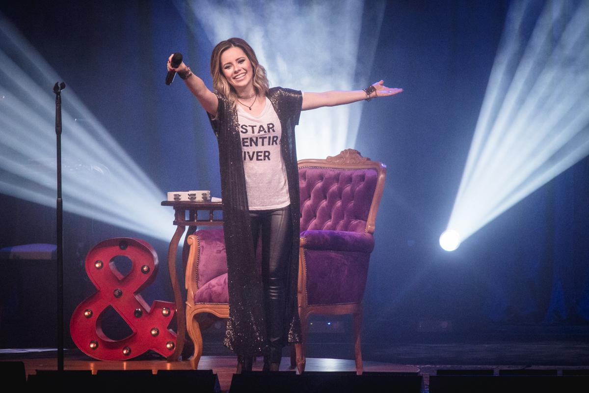 Sandy apresenta turnê 'Nós, Voz, Eles' em Goiânia