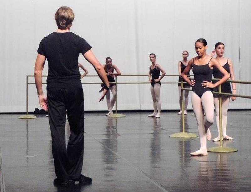 Basileu França oferece curso de balé com metodologia russa