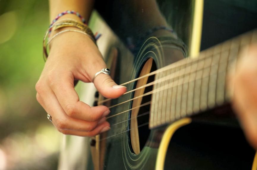 Festival 'Pela Música' reúne 12 bandas em Goiânia para disputa de prêmios