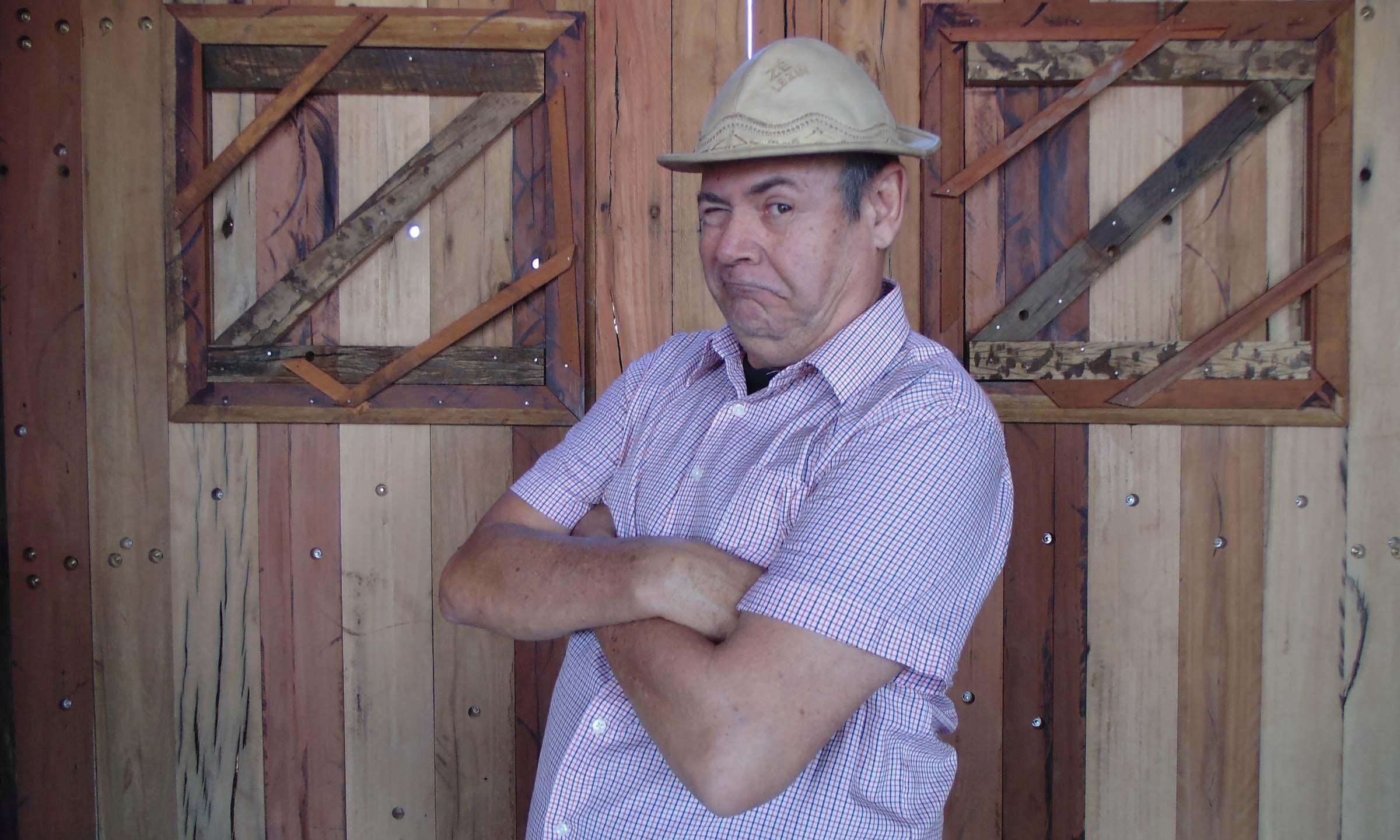 Humorista Zé Lezin chega a Goiânia para única apresentação