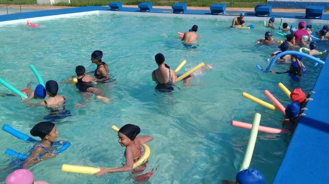 Projeto da UEG oferta atividades esportivas à comunidade