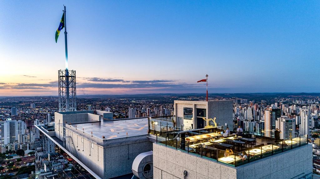 Complexo Imobiliário oferece aula gratuita de funcional a quase 200 metros de altura