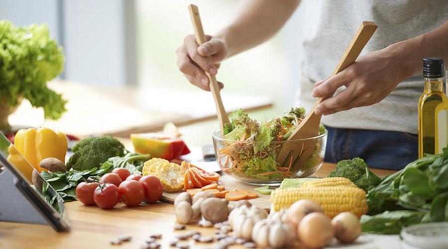 Dona Raiz oferece workshop de culinária prática e palestra sobre hábitos alimentares e saúde mental