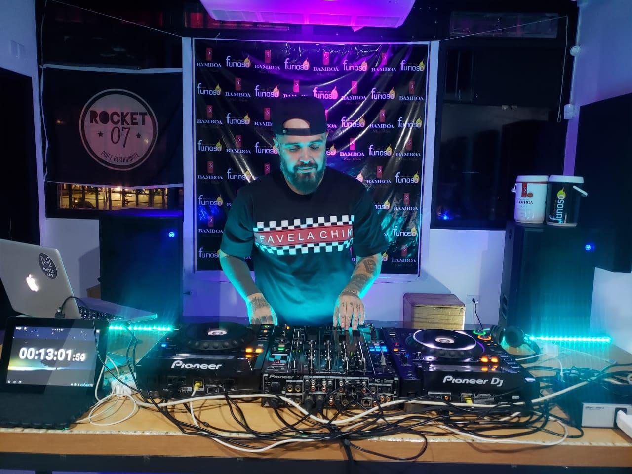 DJ goiano ultrapassa desafio, toca quase 32 horas sem parar e entra em 8º no ranking mundial