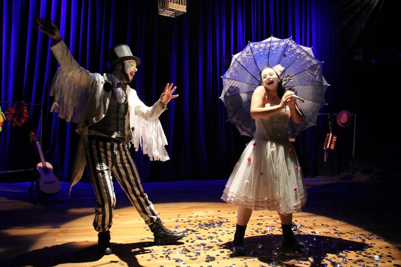 Companhia de teatro apresenta espetáculo 'Encantos' em Goiânia
