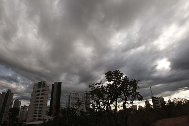 Terça-feira (19) terá tempestades com raios e rajadas de vento