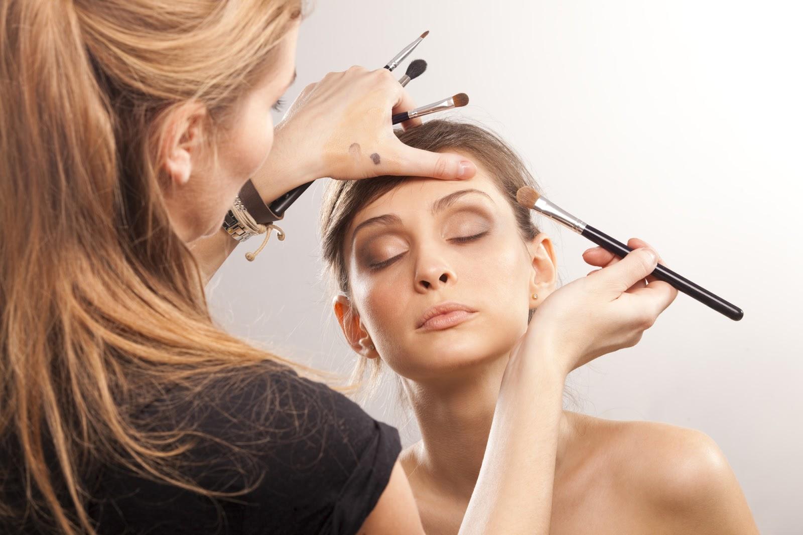 Mês da mulher encerra com aula de samba e sessões de maquiagem gratuitas em Goiânia