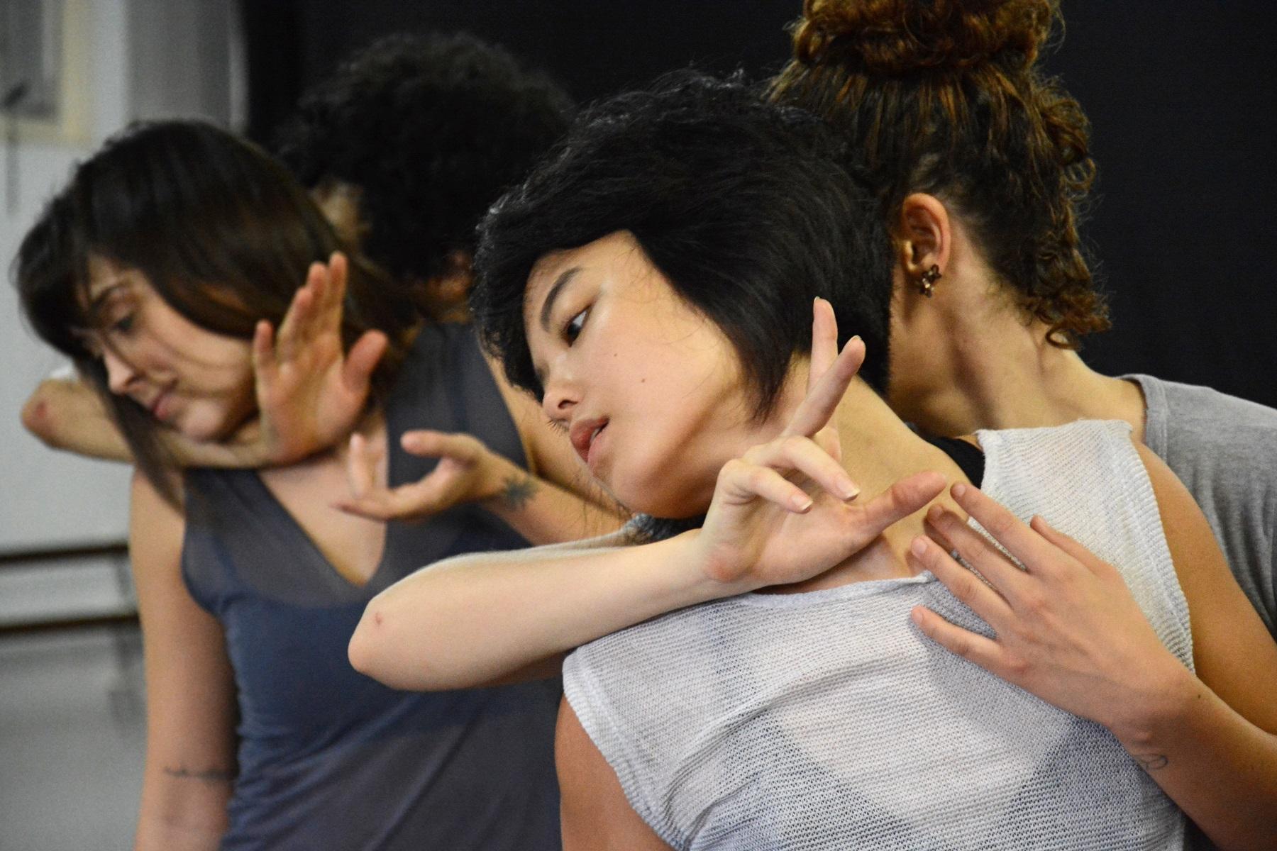 Companhia de dança apresenta espetáculo sobre feminilidades em Goiânia