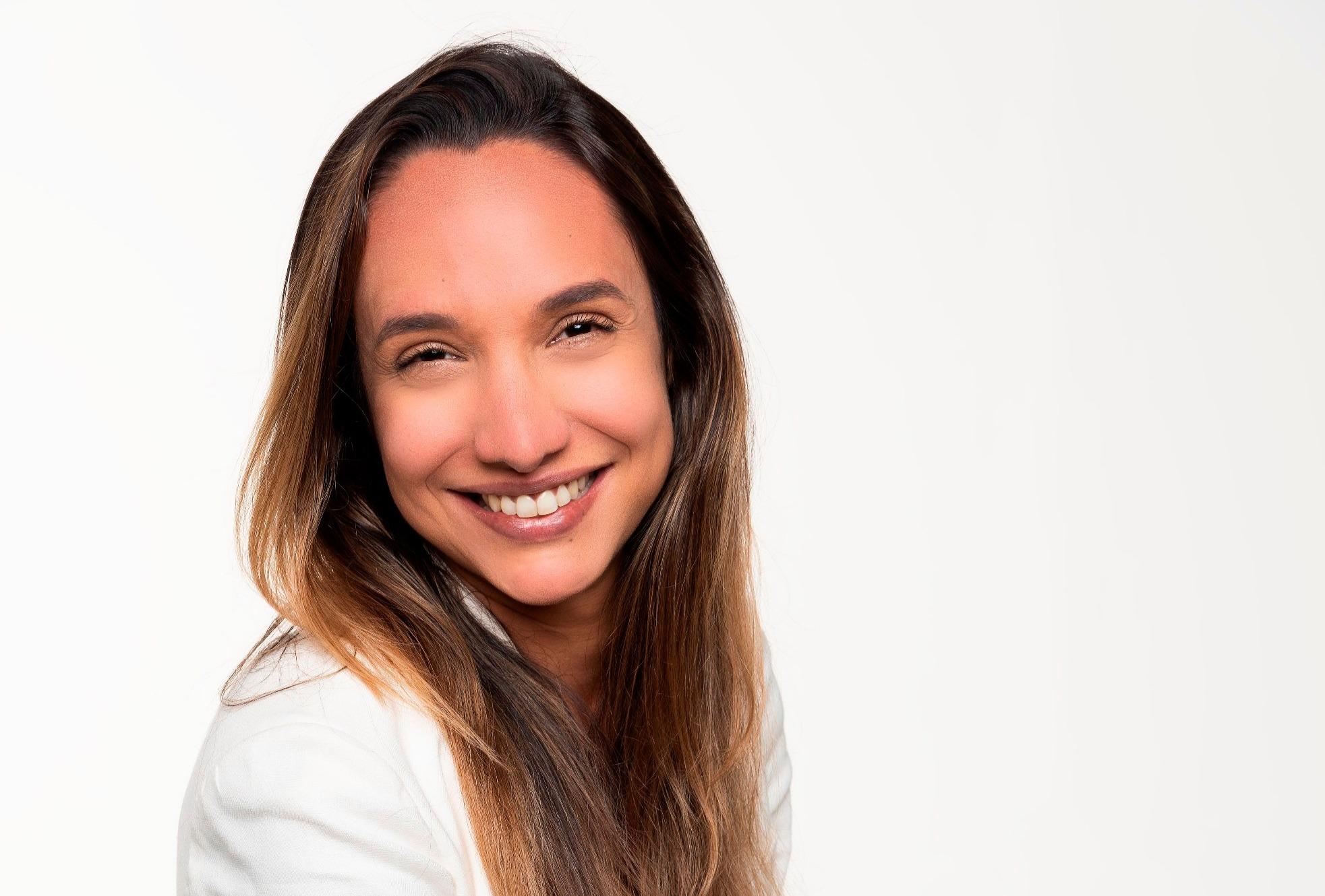 Maria Maya ministra oficina gratuita sobre Direção Teatral em Goiânia