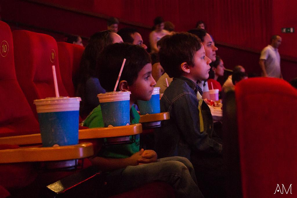 Shopping Cerrado promove sessão de cinema adaptada para crianças autistas