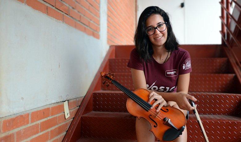 Violinista da Orquestra Jovem é selecionada para participar de festivais internacionais de música
