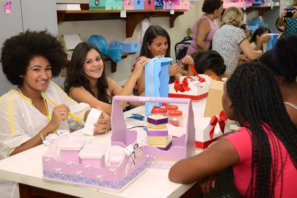 Programa 'Meninas de Luz' recebe inscrições de jovens gestantes