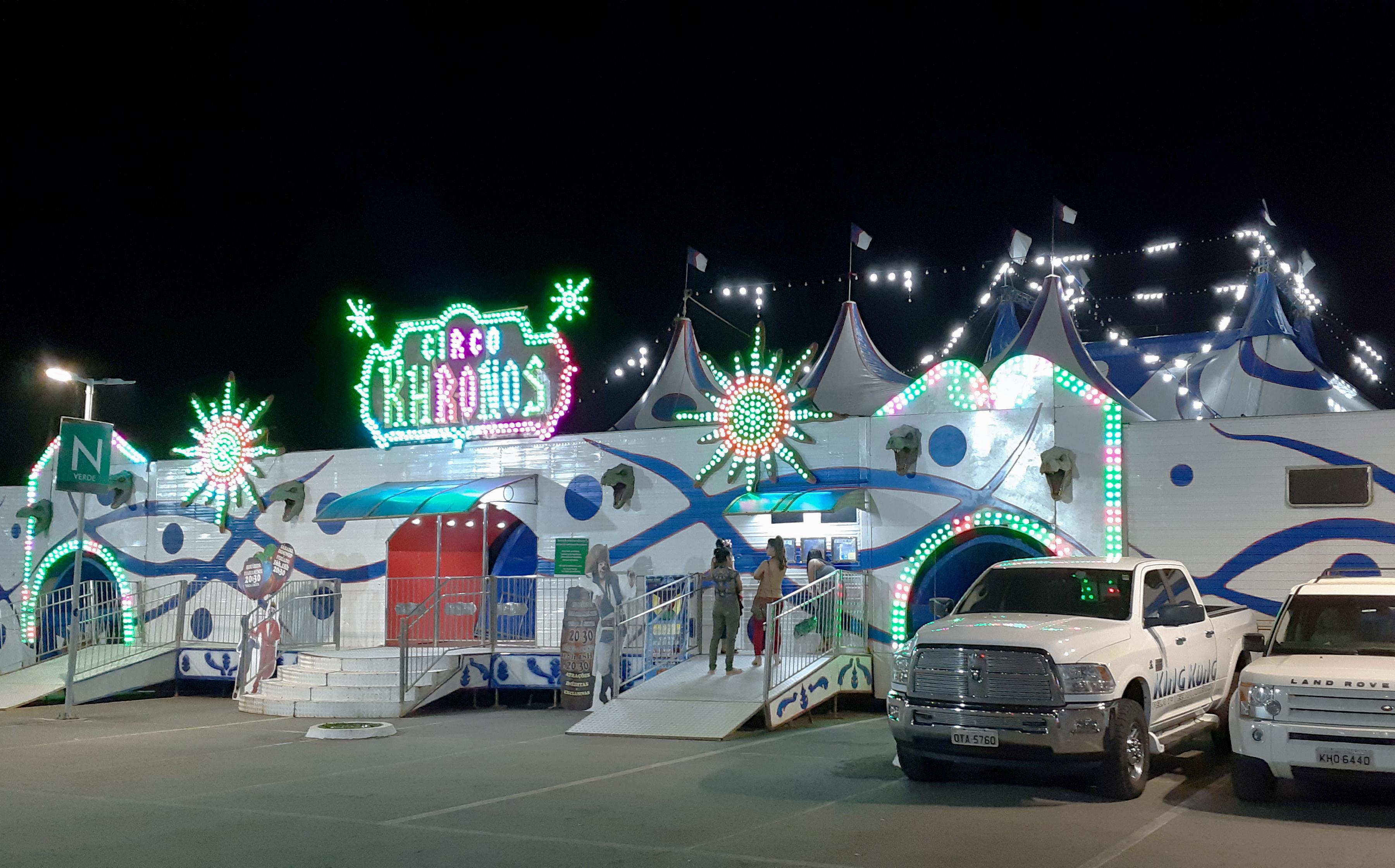 King Kong de 11 metros é atração de circo em Goiânia