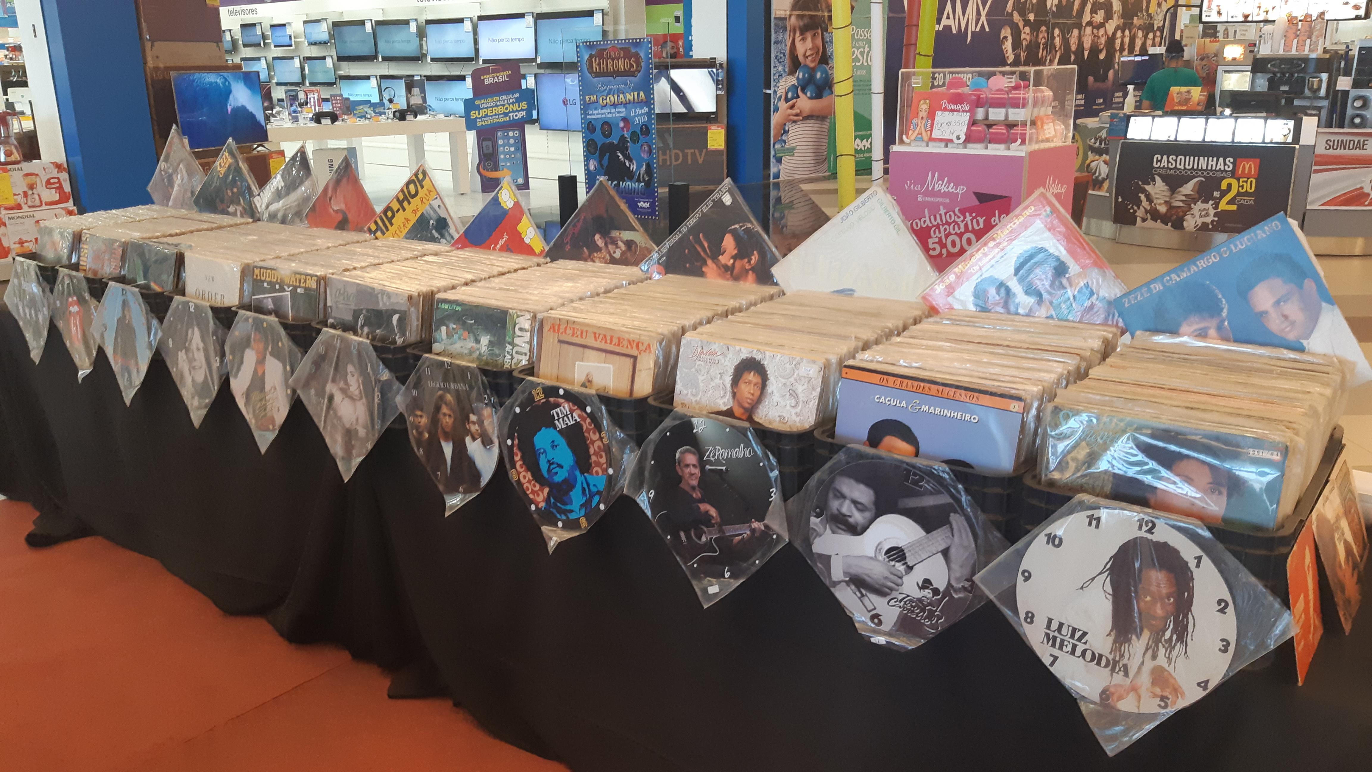 Passeio das Águas Shopping recebe feira de vinis em comemoração ao mês do rock