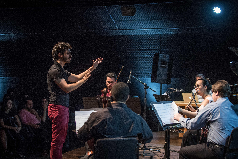 Filarmônica de Goiás recebe Leonardo Labrada