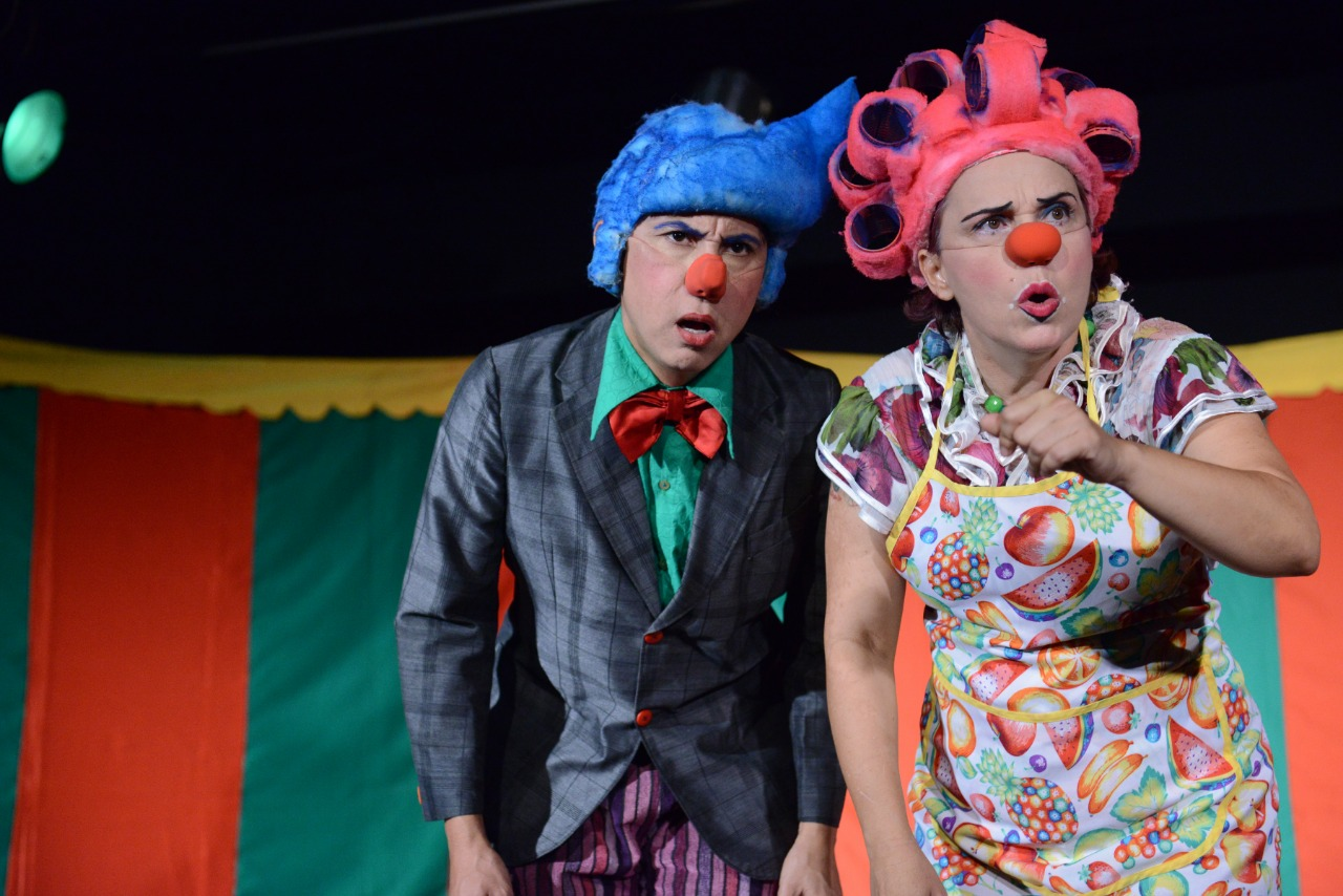 Teatro no Garden inicia suas apresentações com a peça 'Quem Cochicha o Rabo Espicha'