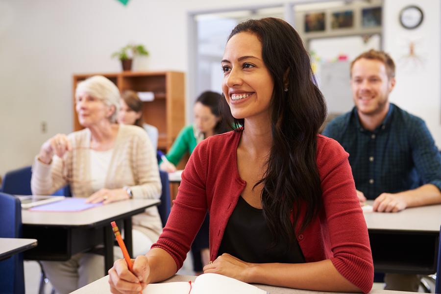 O Centro de Educação de Jovens e Adultos do setor Universitário oferece vagas gratuitas para quem deseja concluir os estudos