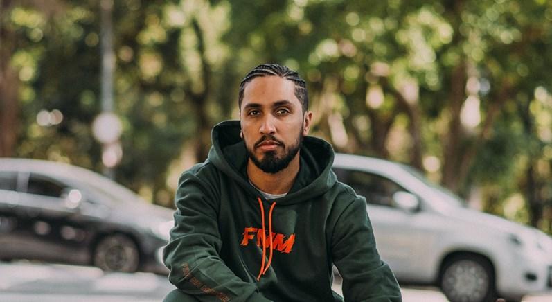 Rapper Rashid se apresenta no projeto Domingrau em Goiânia