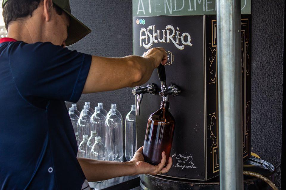 Cervejaria promove ação beneficente trocando alimento por Chope