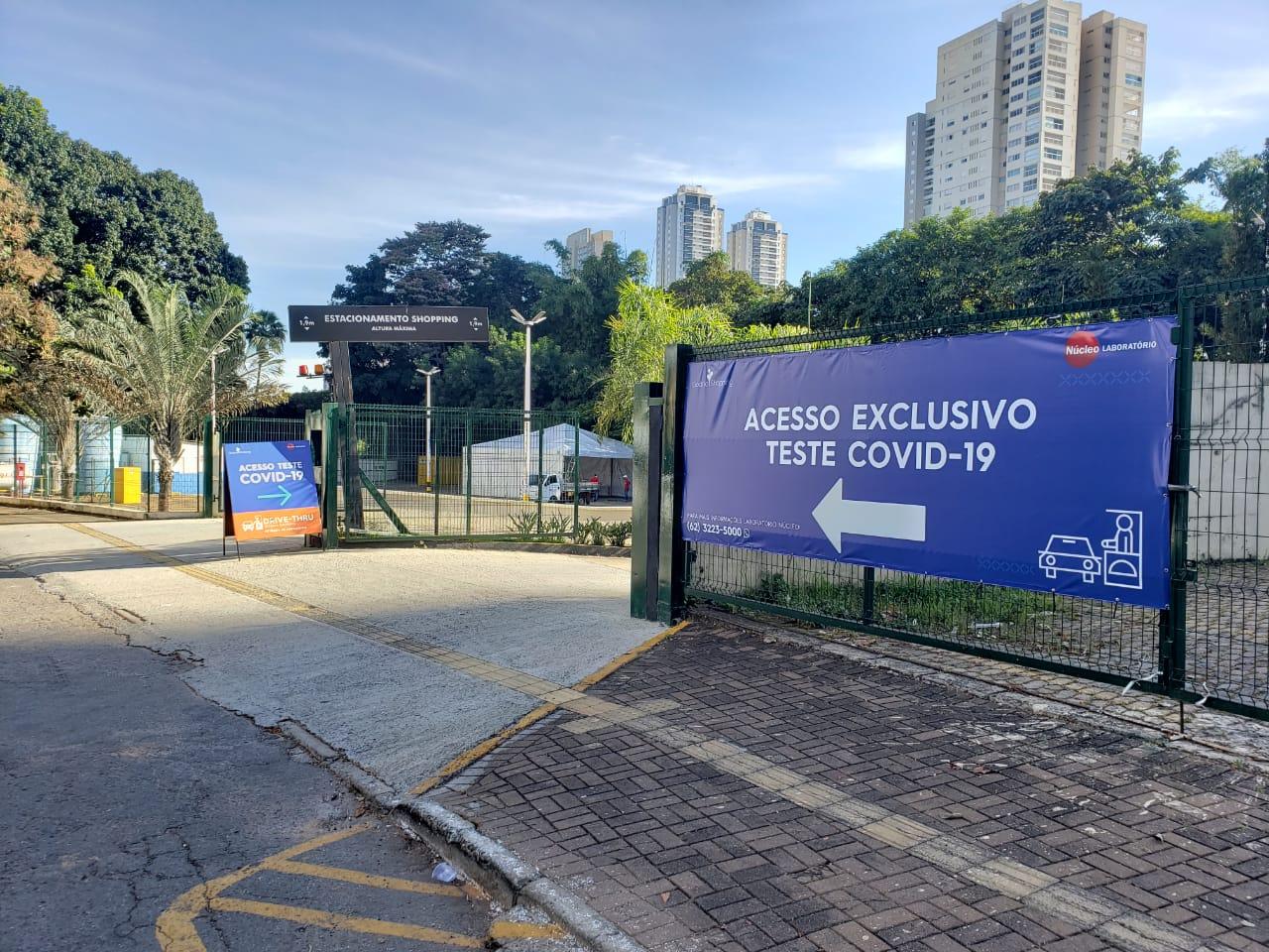 Segurança e comodidade: drive-thru de teste para covid-19