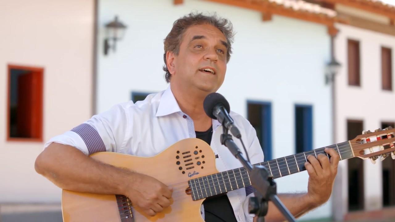 """Marcelo Barra apresenta live """"Bom Demais da Conta"""" nesta sexta-feira"""